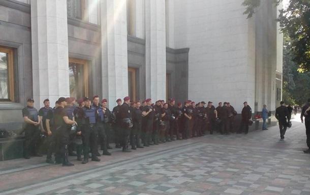 Митинг под Верховной Радой собрал 150 силовиков