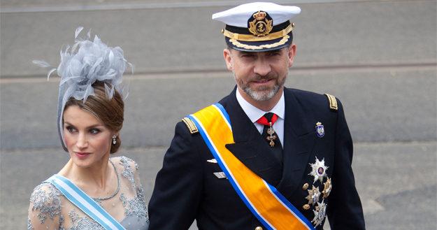один из городов каталонии объявил короля испании персоной нон-грата