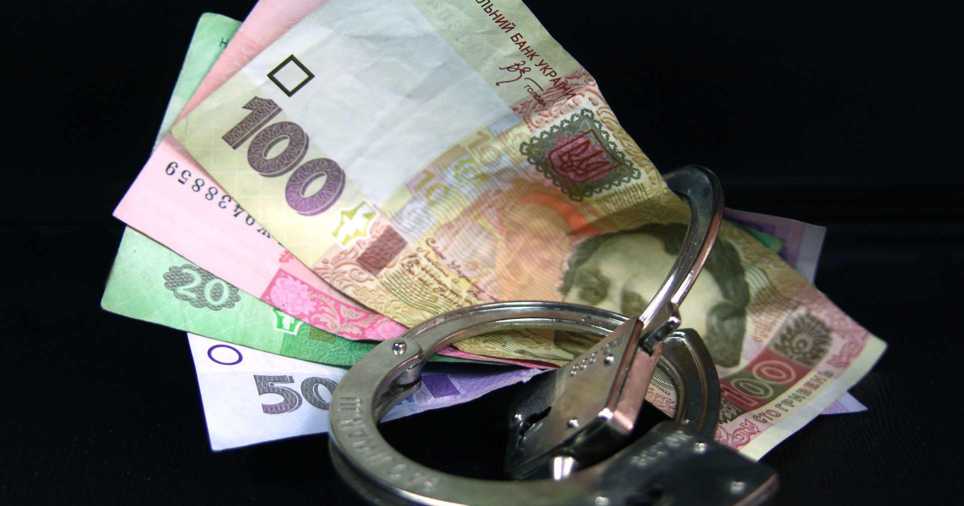 Директор школы в Днепре присвоил 100 тысяч бюджета