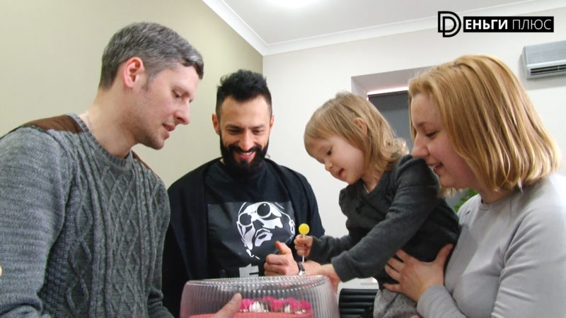 Андрей Kishe вручил подарки семье Анастасии Музыченко