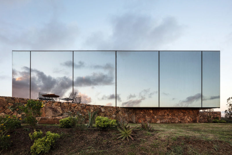 """В Уругвае построили """"гостиницу-невидимку"""""""