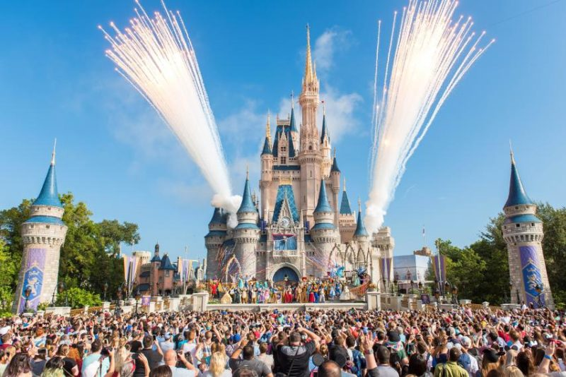 Показ Opening Ceremony в Disneyland