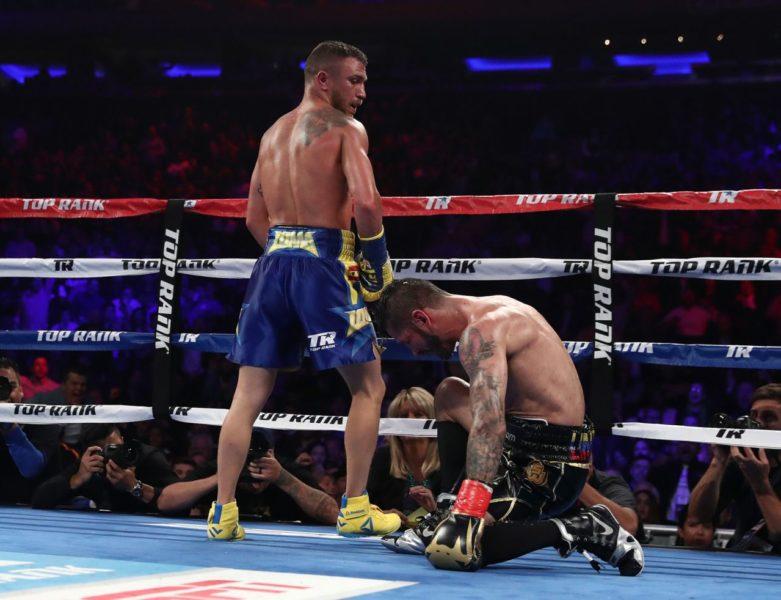 Василий Ломаченко нокаутировал Линареса и завоевал звание чемпиона мира по версииWorld Boxing Association влегковесовой категории.