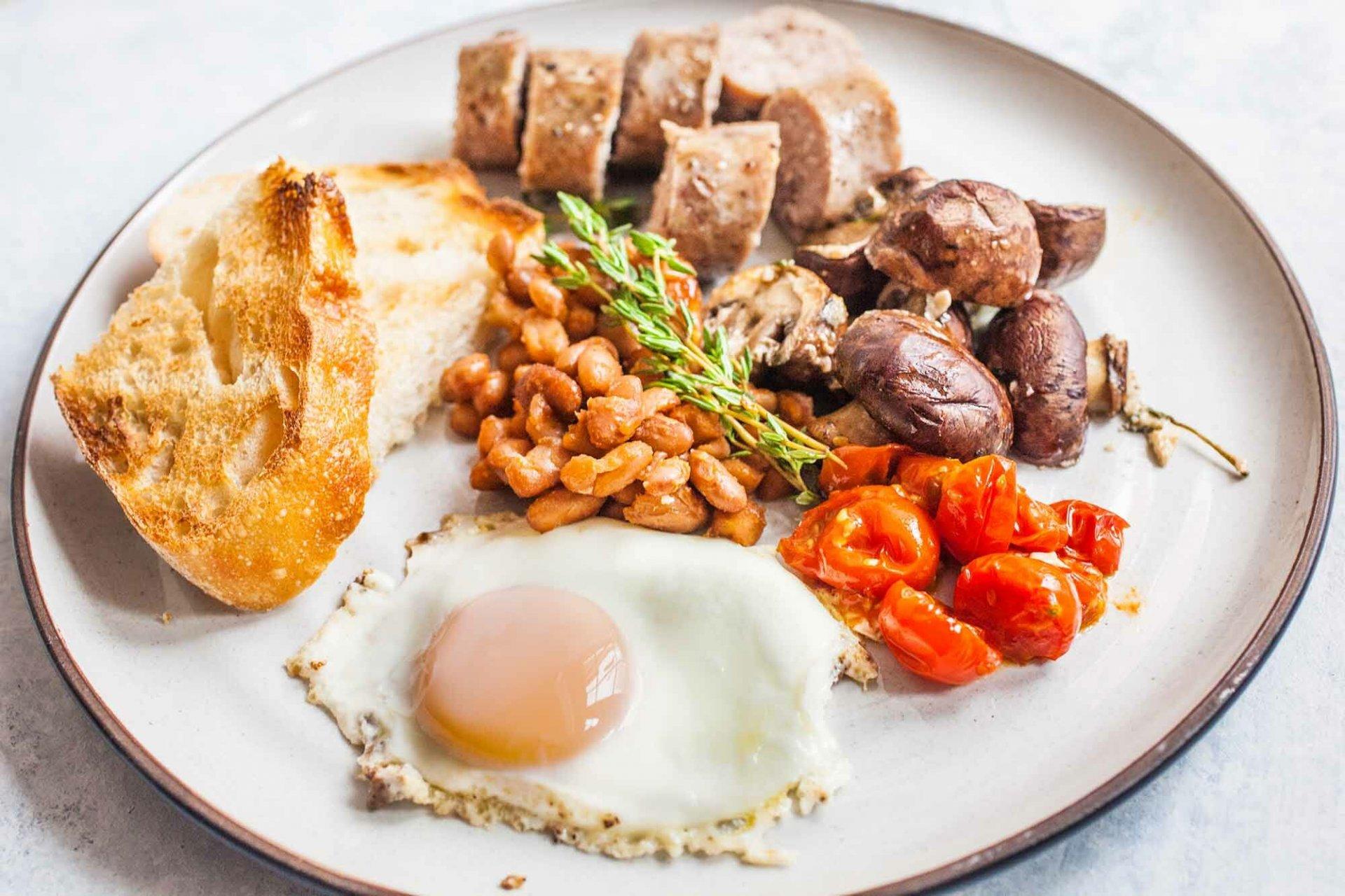 Сытный завтрак