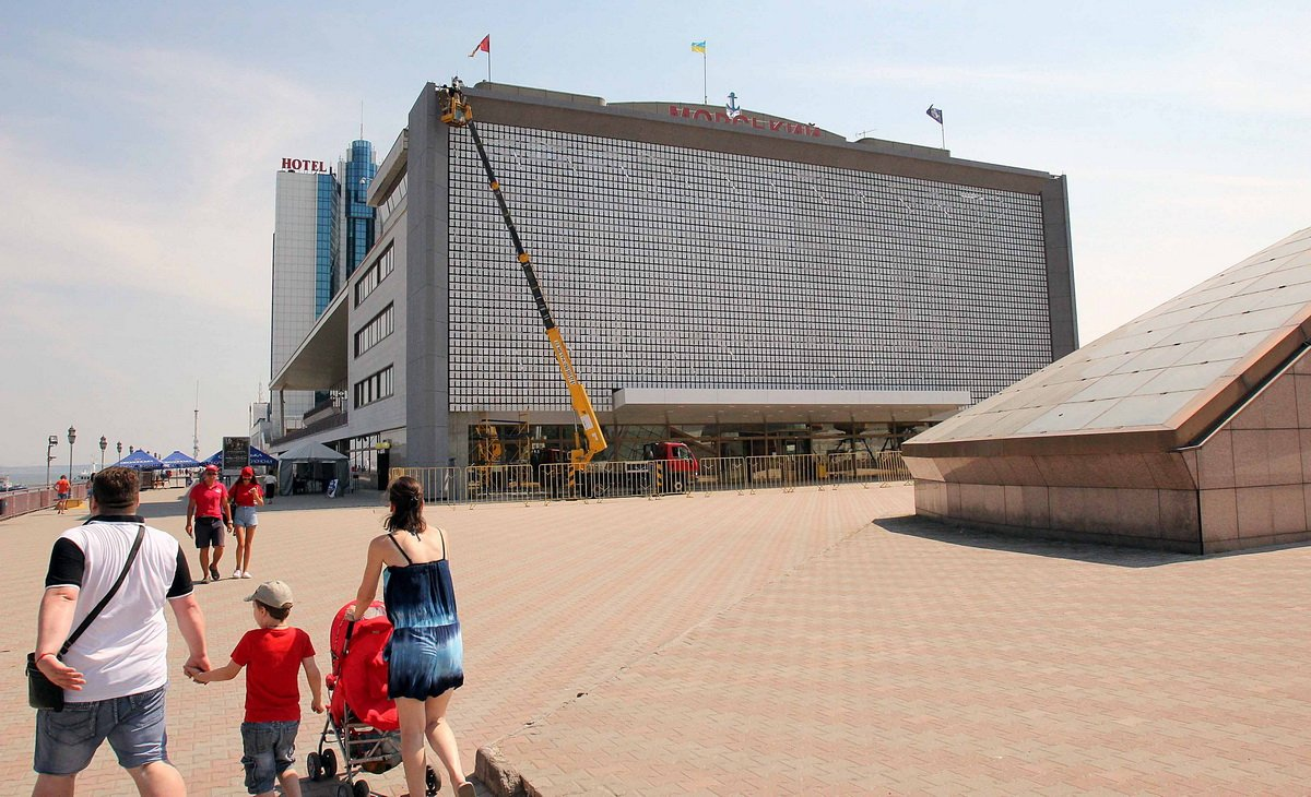 обновленный фасад морвокзала в Одессе