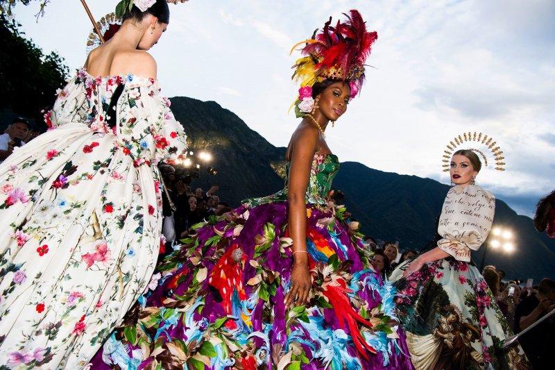 чем удивляли модельеры Dolce&Gabbana на показе Alta Moda