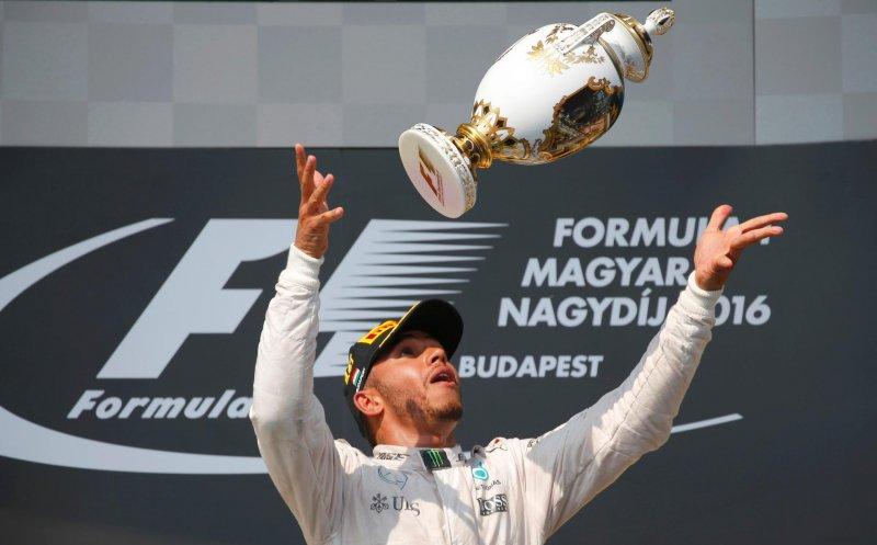 Люис Хемилтон привел Мерседес к победе на Гран-при Формулы-1 в Венгрии