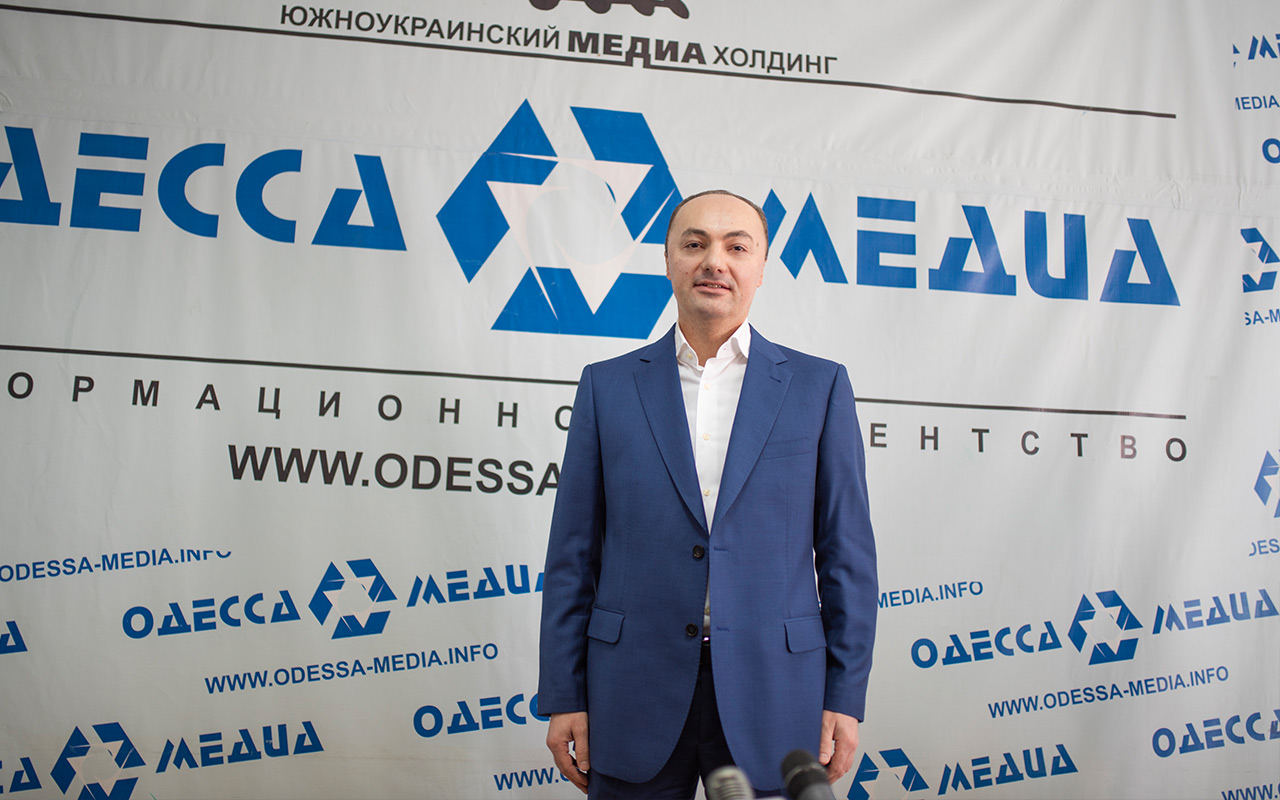 ініціативна група висунула Вагана Симоняна, побачивши в ньому лідера.
