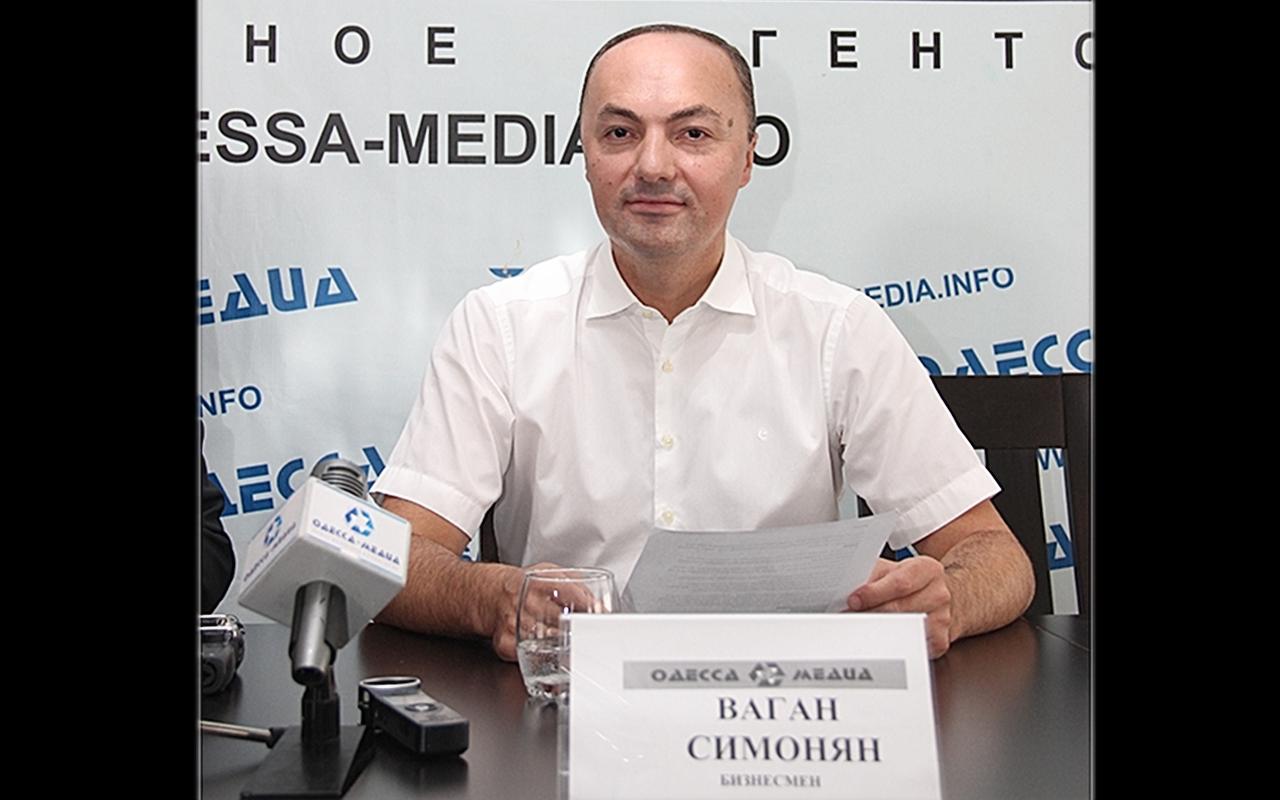 Ваган Симонян скликав прес-конференцію у відповідь на фейковий статтю про нього