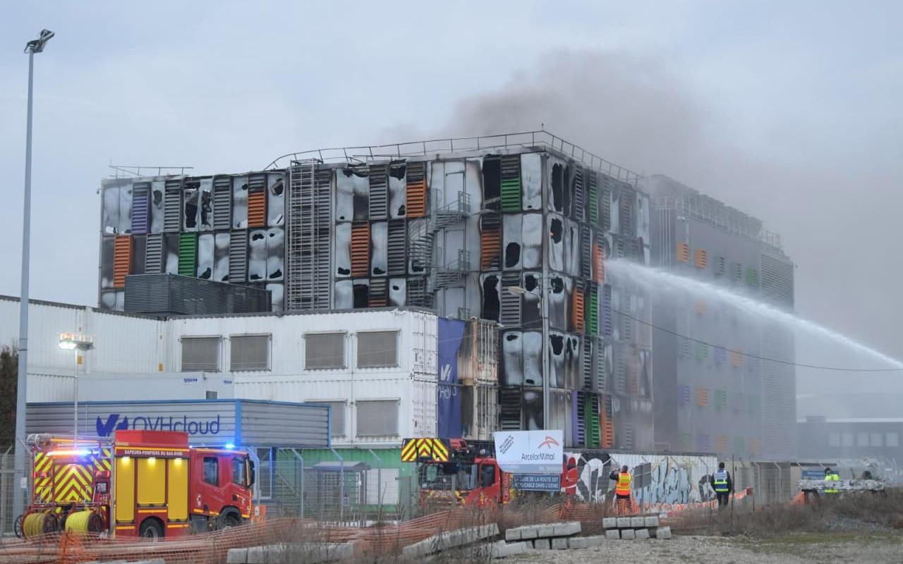 Горящее здание дата-центра OVH в Страсбурге