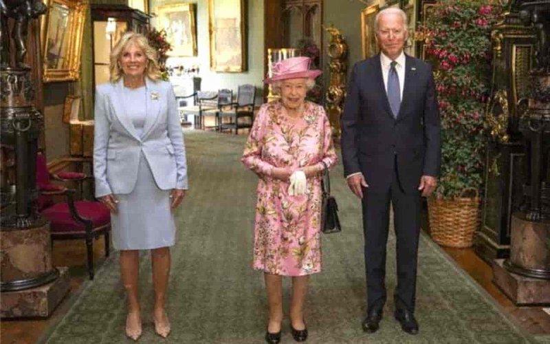 Джо Байден двічі порушив королівський протокол