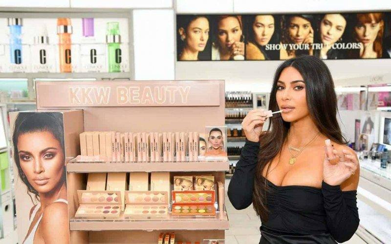 Кім Кардашьян закриває KKW Beauty