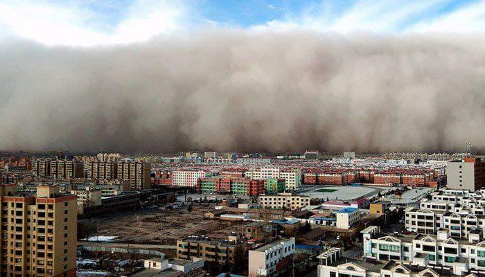Китай накрила потужна піщана буря