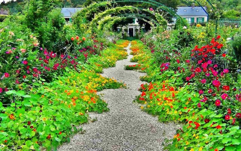 Fashion and flowers: 5 famous gardening designers