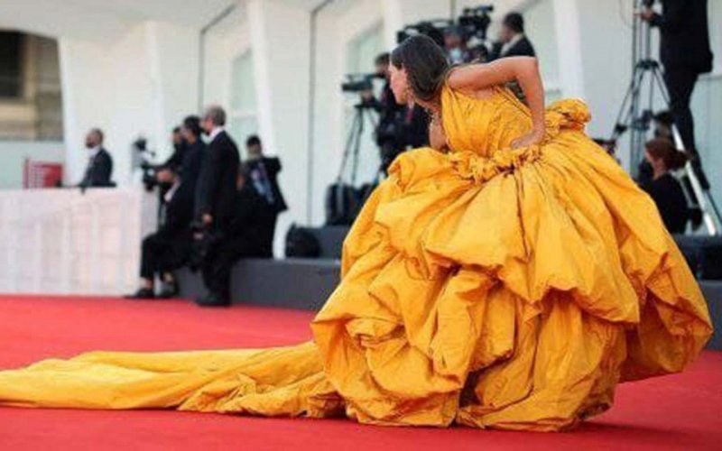 BEST STAR OUTFITS FROM THE RED CARPET OF THE VENICE FILM FESTIVAL 2021