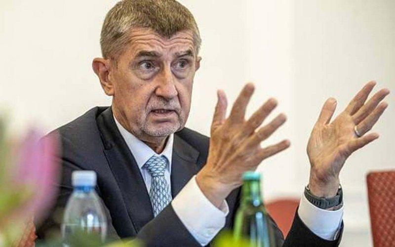 """Прем'єр Чехії заявив, що Брюссель """"втручається в передвиборну кампанію"""" в країні"""