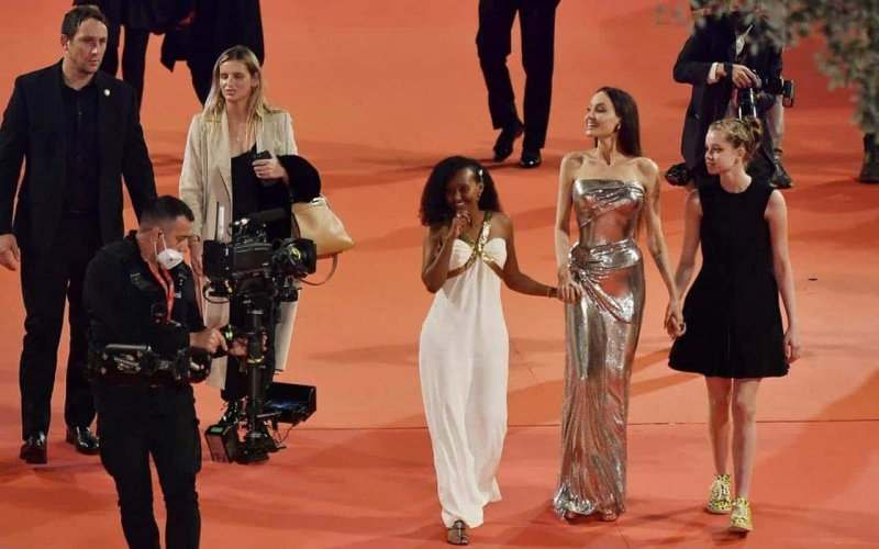 """Angelina Jolie with children on the red carpet of """"Eternals"""" in Rome"""